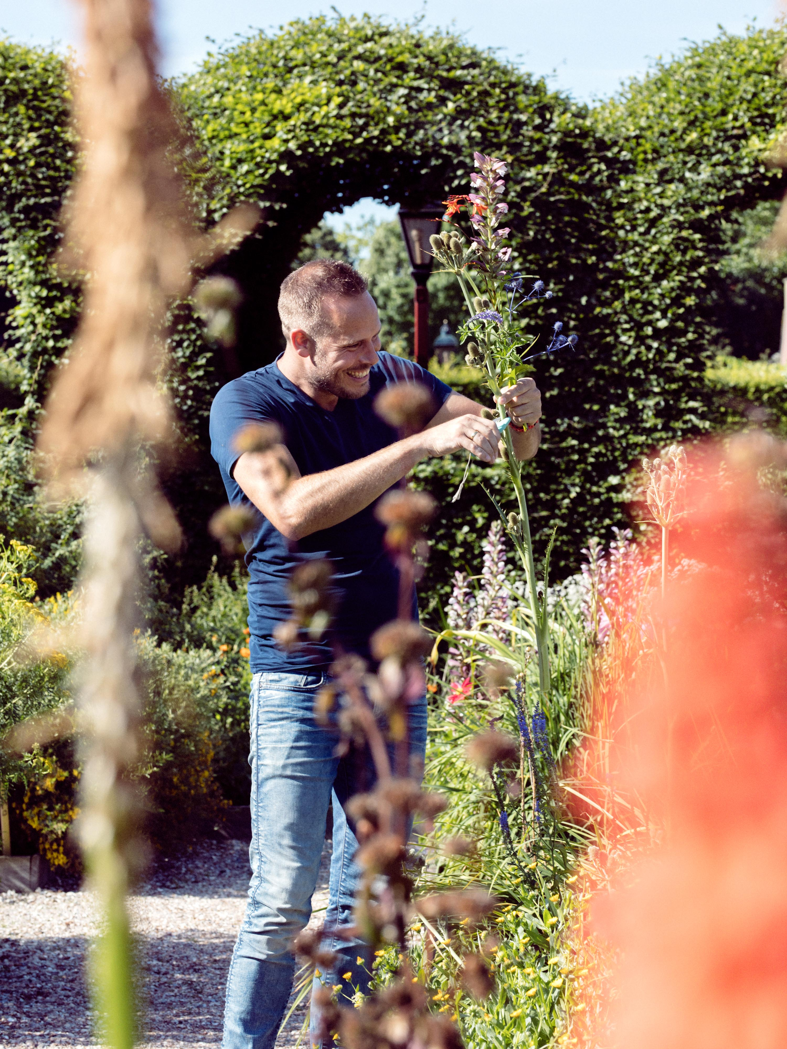 Exposé #17: Bas Meeuws creëert digitale bloemstilleven